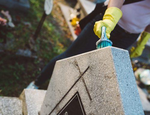 Grabstein reinigen und pflegen