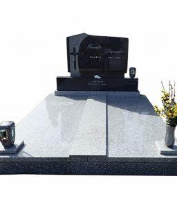 Doppelgrab mit Steinvase