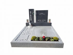 zweiteiliger Grabstein mit Kreuzelement