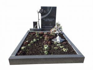 Grabstein mit Steinrose