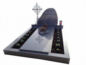 Grabstein mit seitlichen Platz für Erde und Blumen