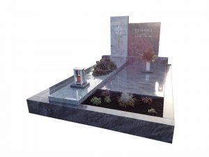 Grabstätte mit versetzten Steinplatten